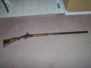 FULL STOCK FLINTLOCK RIFLE EARLY 1800'S
